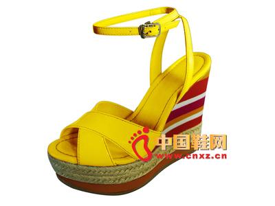 宝元鞋匠新款女鞋上市  时尚百搭黄色交叉系扣坡跟女凉鞋