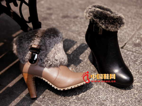 sevenkangaroo(斯凯瑞)黑色兔毛女士时尚短靴5371