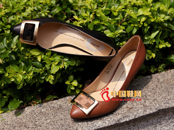 sevenkangaroo(斯凯瑞)黑色尖头女士必备高跟鞋5367