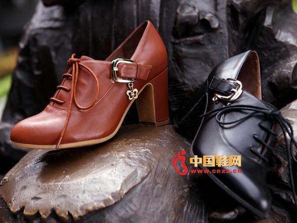 sevenkangaroo(斯凯瑞)棕色系带粗跟女士短靴5357