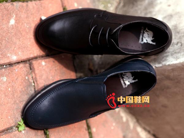 sevenkangaroo(斯凯瑞)黑色套脚防滑男士休闲皮鞋5328