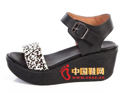 夏季时尚女鞋,新款时尚休闲黑色系扣厚跟坡跟女凉鞋