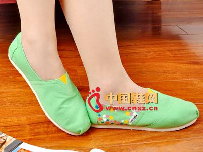尼尼可可2013新款休闲百搭女士布鞋上市 三色