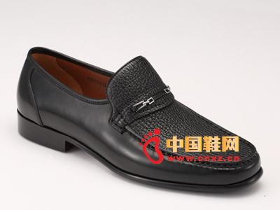华伦天奴时尚男鞋,新款上市!