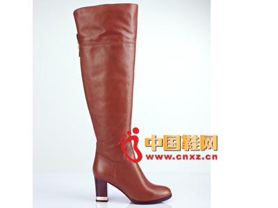 街梯新款时尚女鞋 中跟长靴