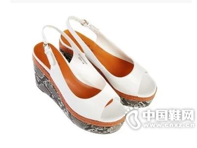 乐薇娅 薇辣女孩系列 牛漆皮蛇纹坡跟女凉鞋
