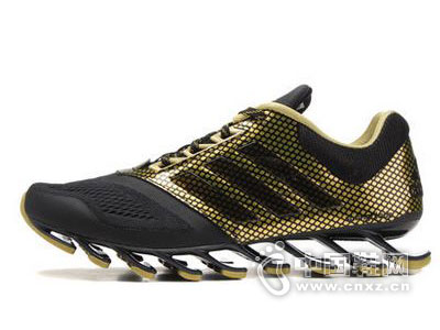 阿迪达斯运动鞋新款产品系列