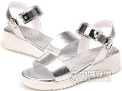 红蜻蜓2016夏季新款时尚金属皮休闲厚底松糕底防滑凉鞋