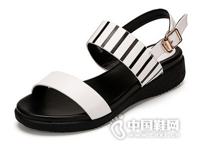 卡美多2016夏新款条纹低跟一字扣休闲凉鞋露趾厚底女鞋