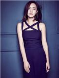 王智一身极具设计感蓝色裤装 气质淡雅魅力独特