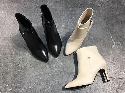 易美17秋冬新款牛皮尖头高跟米色短靴