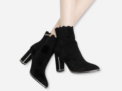 左右缤纷2017冬羊皮绒粗跟尖头短靴女