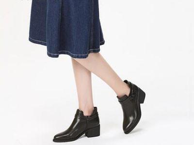 达芙妮2017冬切尔西靴英伦风尖头粗跟休闲短靴女