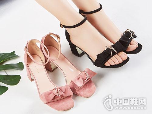 2018依思Q时尚女鞋粗跟凉鞋新款