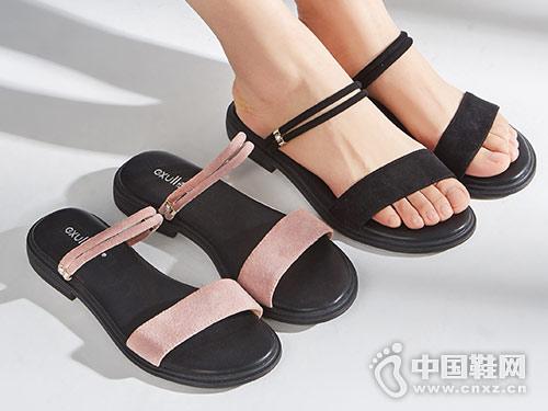 2018依思Q时尚女鞋平底简约凉鞋新款