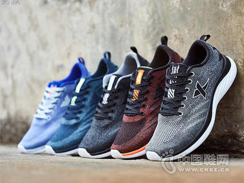 2018年特步运动鞋新款跑鞋产品