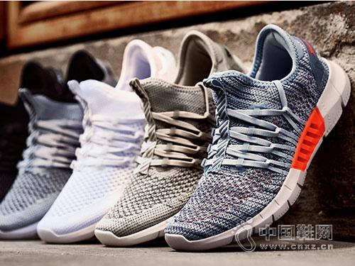 2018年特步运动鞋新款男款跑鞋产品