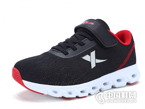 2018特步童鞋新款运动鞋产品