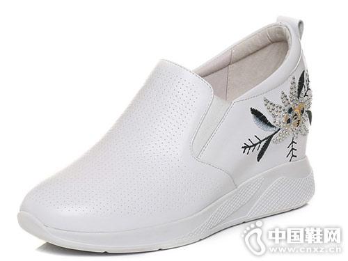 森达vv鞋2018新款坡跟休闲鞋产品