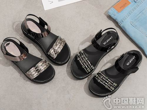 展风女鞋2018新款平跟凉鞋产品