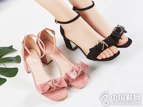 依思Q女鞋2018夏季新款粗跟凉鞋