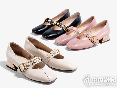 色非女鞋2018新款宽跟单鞋