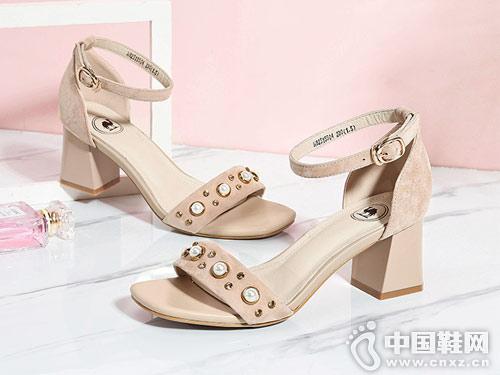骆驼牌男女鞋2018新款女粗跟凉鞋