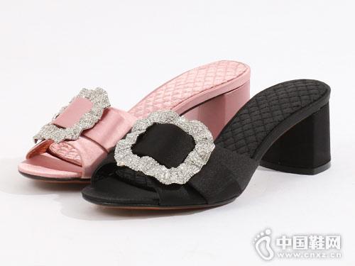 易美特卖女鞋2018新款小粗跟凉拖鞋