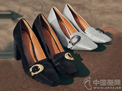蔻驰鞋覆2018新款高跟鞋