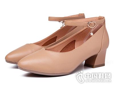巨日2018秋季新品粗跟单鞋