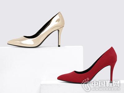 CHARLES&KEITH秋季红色绒面尖头高跟鞋