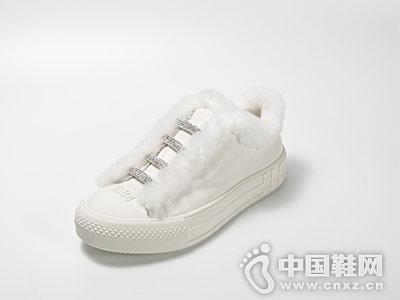 白色牛皮低帮休闲鞋