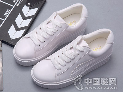 新款小白鞋女平底韩版涉趣休闲鞋