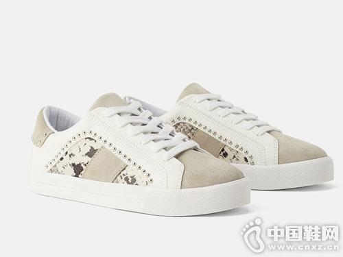 世尊2019新款女休闲板鞋小白鞋