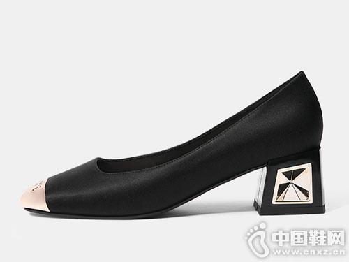 卡美多2019春季新款时尚中跟单鞋