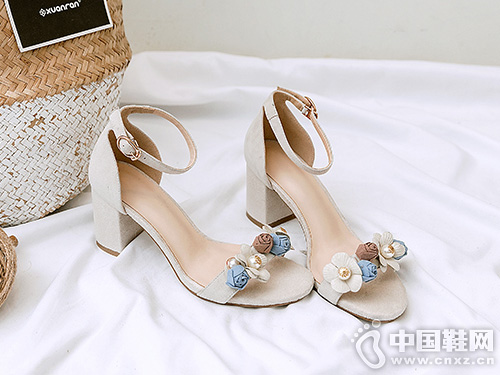 欧情派新款欧美真皮珍珠花朵凉鞋