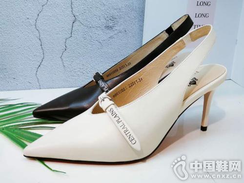 新款时尚高跟鞋英加度2019厚空单鞋