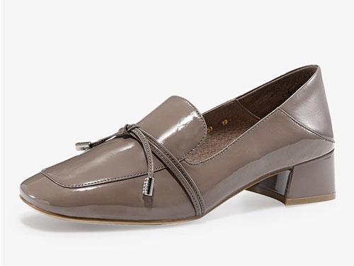 哈森2019秋季新款牛漆皮方头粗中跟单鞋