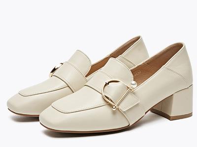 依思q女鞋2020春新款中跟单鞋