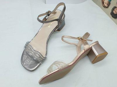 巨一女鞋2020新款夏季粗跟露趾性感凉鞋