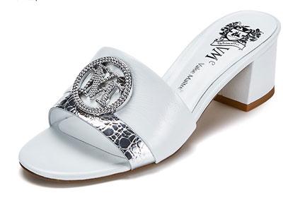 VME舞魅圆头露趾镶钻饰扣粗中跟凉拖鞋