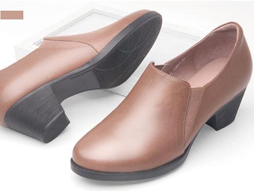 Cosie-Walk酷斯沃2020新款休闲百搭软底妈妈鞋