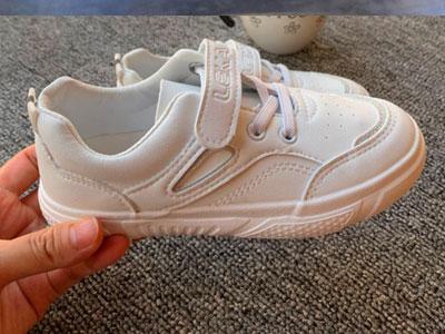 2020秋款蜡笔神童新款七彩运动鞋儿童小白鞋