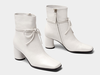 接吻猫2020年冬季新款牛皮别致绑带奶油靴