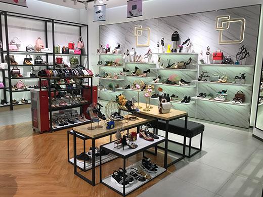 丹比奴女鞋店铺实景图