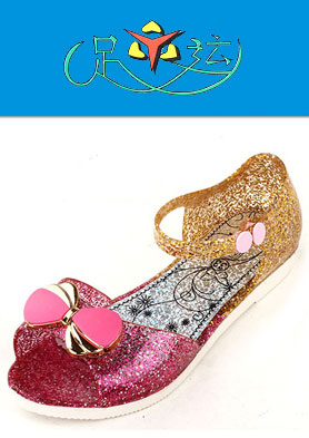 """""""足运""""水晶凉鞋,不断跟踪和瞄准国际鞋业的潮流前沿。 招商热线:0757-87578680"""