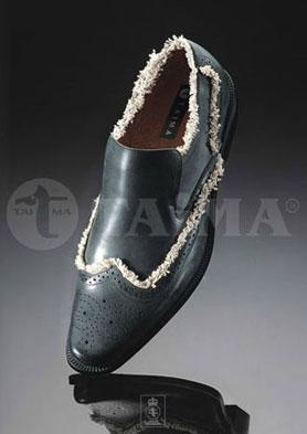 """""""泰马""""牌男女胶粘皮鞋,最专业的生产厂家! 招商热线:0577-88026666"""