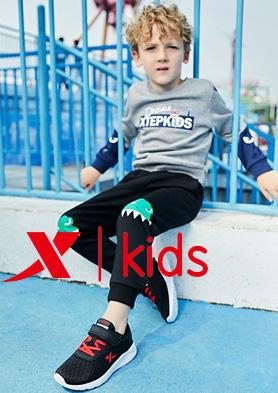 """""""特步童鞋""""让童年,与众不同! 招商热线:0595-22495555"""