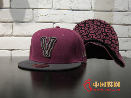 合作 设计/中国鞋网6月13日讯,VEIL品牌再度与美国棒球帽厂牌New Era...