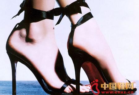 少女穿高跟鞋会导致骨骼畸形